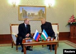 FILE - Russian President Vladimir Putin (L) meets with his counterpart from Uzbekistan, Islam Karimov, in Tashkent, Uzbekistan, Dec. 10, 2014.
