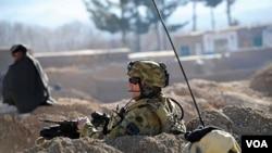 Tentara NATO siaga di Mirwais, propinsi Uruzgan Selatan di Afghanistan.