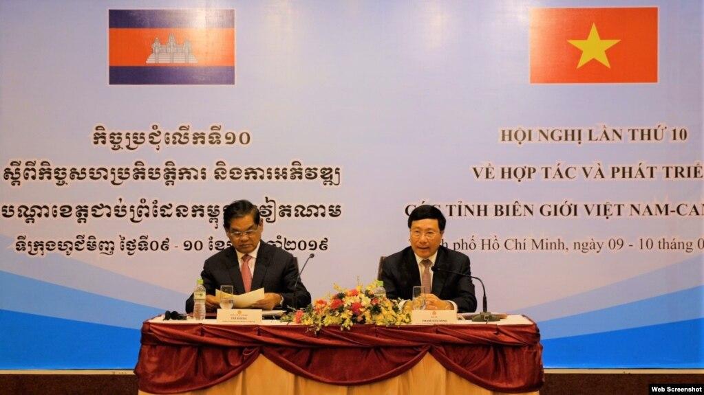 រូបឯកសារ៖ លោកឧបនាយករដ្ឋមន្ត្រី ស ខេង និងរដ្ឋមន្ត្រីការបរទេសវៀតណាម Pham Binh Minh កាលពីឆ្នាំ២០១៩។