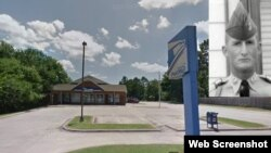 Năm 2016, Quốc hội Hoa Kỳ thông qua một dự luật đặt tên bưu điện tại số 201 B Street in Perryville, Arkansas, theo tên trung sĩ Harold George Bennett, tù binh Hoa Kỳ đầu tiên bị sát hại trong chiến tranh Việt Nam năm 1965. Photo Google Maps and Military Times.