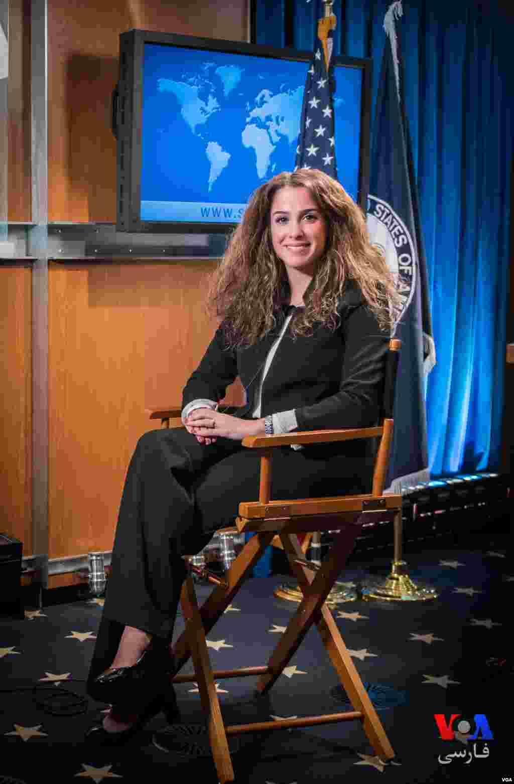 خانم نوروز زاده به عنوان یک ایرانی-آمریکایی، نخستین سخنگوی فارسی زبان است که در وزارت خارجه آمریکا حضور دارد.