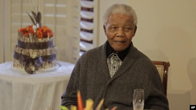 Antigo presidente sul-africano Nelson Mandela durante a celebração do seu aniversário em Qunu, Africa do Sul, a 18 de Julho de 2012 (Foto de arquivo)