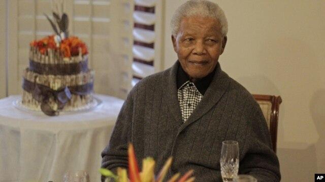 Nelson Mandela celebrando os 94 anos em 18 de Julho passado.