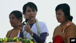 Burmese pro-democracy icon Aung San Suu Kyi, center, speaks to supporters at Kaw-Hmu constituency for election campaign, in Rangoon, Burma, February 11, 2012.