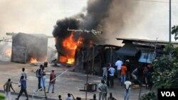 Fuerzas leales al gobierno e insurgentes libran combates en Abiyán, la capital