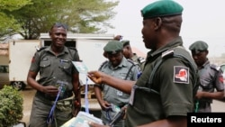 Polisi Nigeria melakukan patroli (foto: ilustrasi).