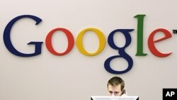 Logo perusahaan di kantor Google di New York.