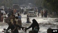 Тисячі пакистанців втратили домівки через повінь