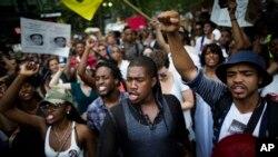 Širom SAD održani skupovi u znak podrške novom sudjenju za Džordža Zimermana oslobodjenog krivice za ubistvo nenaoružanog tinejdžera Trejvona Martina