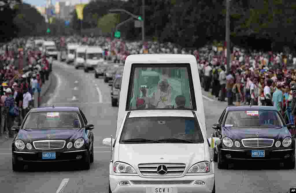 Pope Benedict waves to people from his popemobile as he departs for the airport in Havana, March 28, 2012. (AP)
