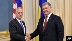 Ukrainian President Petro Poroshenko, right, and U.S. Secretary of Defense Jim Mattis shake hands during their meeting in Kyiv, Ukraine, Aug. 24, 2017.