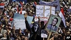 예멘 수도 사나에서 반정부 시위대가 알리 압둘라 살레 대통령의 퇴진을 외치며 시위를 벌이고 있다.