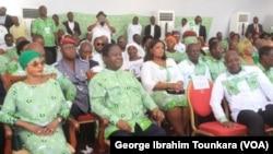 Henri Konan Bédié et les militants réunis à Abidjan pour fêter les 73 ans du PDCI, en Côte d'Ivoire, le 9 avril 2019. (VOA/George Ibrahim Tounkara)