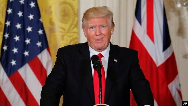Tổng thống Donal Trump trong một buổi tiếp xúc với báo chí.