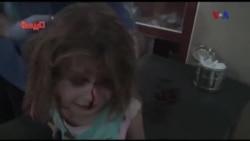 Bé gái Syria khóc lóc tìm cha