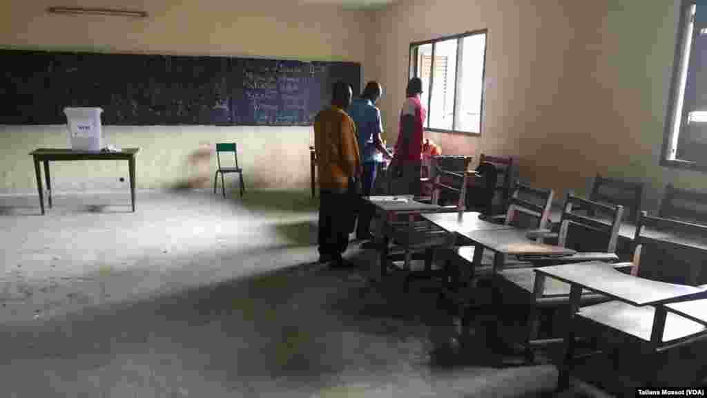 Dans la commune de Williamsville, Abidjan, peu de représentants politiques et d'observateurs.