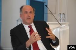 支持民主变革和监督全球自由的非政府组织自由之家(Freedom House)的主席迈克尔·J·阿布拉莫瓦茨(Michael J. Abramowitz)
