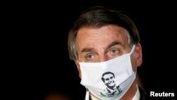 El presidente Jair Bolsonaro dijo el martes que se sentía mejor después de haber sido tratado con hidroxicloroquina y azitromicina.