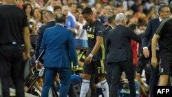 L'attaquant portugais de la Juventus Cristiano Ronaldo (C) après avoir reçu un carton rouge lors du match de football du groupe H de la ligue des champions entre le Valence FC et la Juventus au stade Mestalla de Valence le 19 septembre 2018.