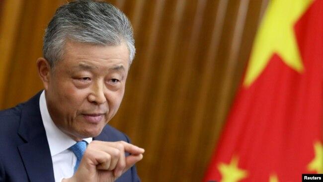 中国警告美国和英国不要干涉香港事务