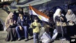Египетските протестанти во нова битка да останат релевантни