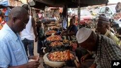 Giá lương thực tăng vọt ở ba quốc gia bị ảnh hưởng nặng nhất bởi Ebola.