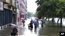 2007년 홍수로 물에 잠긴 평양 시내 (자료사진)