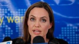 Jolie promovon filmin për luftën në Bosnjë
