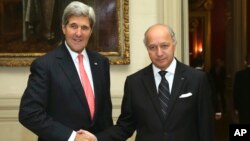 French Foreign Minister Laurent Fabius shakes hands with U.S. Secretary of State John Kerry at the Foreign Affairs Ministry in Paris, Oct. 22, 2013.