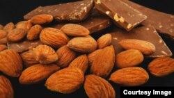 تغییر کالری بادام شاید منجر به تغییر کالری محصولاتی که بادام دارند نیز بشود.