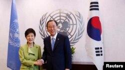 지난 5월 미국 뉴욕 유엔 본부를 방문한 박근혜 한국 대통령이 반기문 사무총장과 면담했다. (자료사진)