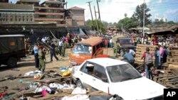 Lực lượng an ninh canh giữ hiện trường, nơi xảy ra hai vụ đánh bom trong một khu chợ ở Nairobi, Kenya, 16/5/2014.
