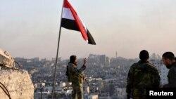 Vojnik sirijskih vladinih snaga iznad istočnog dela Alepa, Sirija 28. novembar 2016.