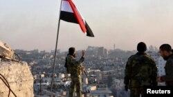 Сирійські солдати після здобуття контролю над районом аль-Сахур в Алеппо