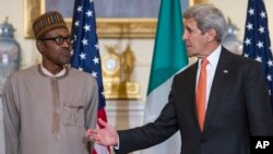 미국을 방문 중인 무함마두 부하리 나이지리아 대통령(왼쪽)이 21일 존 케리 미국 국무장관과 회동했다.
