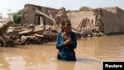 Một nạn nhân của trận lũ ở Jhang, tỉnh Punjab 11/9/2014.