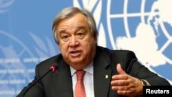 ທ່ານ Antonio Guterres ຂ້າຫລວງໃຫຍ່ ດ້ານອົບພະຍົບ ຂອງສະຫະປະຊາຊາດ (UNHCR) ກ່າວຖະແຫລງ ໃນກອງປະຊຸມ ຖະແຫລງຂ່າວ ຢູ່ທີ່ອົງການສະຫະປະຊາຊາດ ໃນນະຄອນ Geneva, ປະເທດ ສະວິດເຊີແລນ, ວັນທີ 18 ທັນວາ 2015.