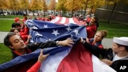 Des Américains au Mémorial du 11 Septembre, New-York, 9 novembre 2014.