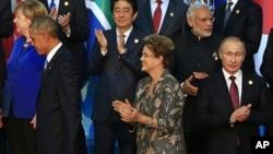 2015年11月15日在土耳其G-20會議後資料照。日本首相安倍(後中)與俄羅斯總統普京(前右一)