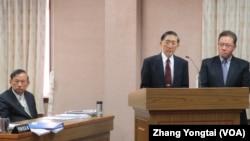 台灣官員在立法院就台菲漁事糾紛進行答詢(美國之音張永泰拍攝)