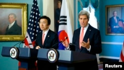 U.S. Secretary of State John Kerry (R) and South Korea's Foreign Minister Yun Byung-se talk to reporters about the 2+2 Ministerial meetings, at the State Department in Washington, Oct. 24, 2014.