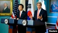 El secretario de Estado John Kerry se reunió en Washington con el secretario de RREE coreano Yun Byung-se.