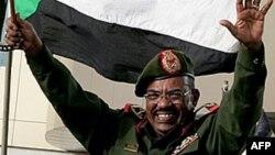 Le président soudanais Omar el-Béchir célébre la reconquête de Heglig à Khartoum, le 15 août 2012.