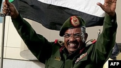 Le président soudanais Omar el-Béchir célébrant la reconquête de Heglig à Khartoum, le 15 août 2012.
