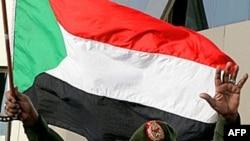 Le président soudanais Omar el-Béchir célébrant la reconquête de Heglig à Khartoum.