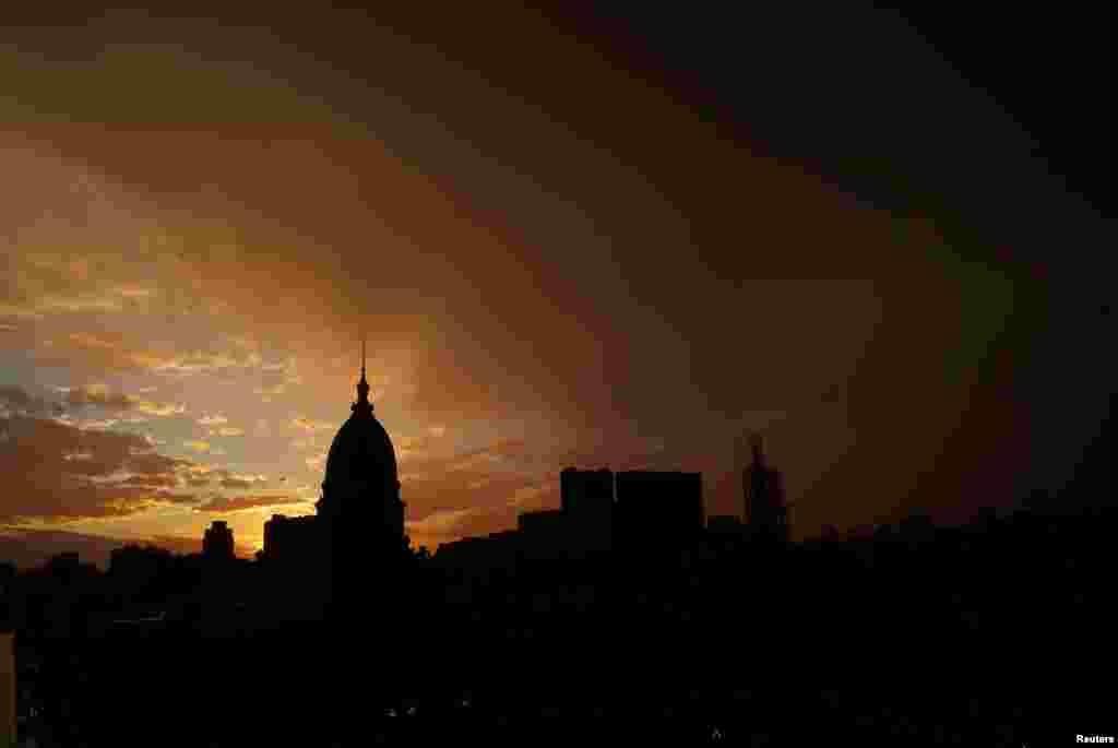 نمایی از غروب آفتاب در بوئنوس آیرس، آرژانتین