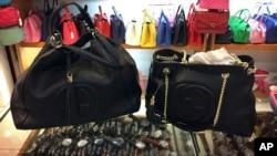 2015年3月11日假冒品牌手袋在北京购物中心