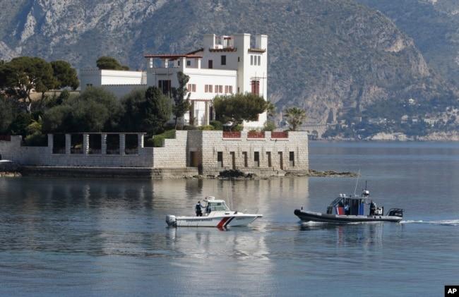 2019年3月24日,警察船在法國南部度假小鎮濱海博利厄附近巡邏,警察船和警察潛水員保護該地區,習近平將在此過夜。