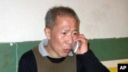 武汉民主人士秦永敏2010年11月获释后在家中