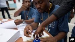 Les bureaux de vote accueillent les Haïtiens qui élisent leur président le 20 novembre 2016.